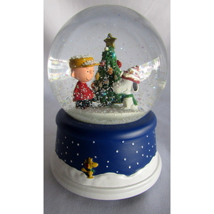 Peanuts Musical Snow Globe Hallmark Christmas Charlie Brown Snoopy