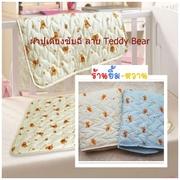 ผ้าซับฉี่ Disney ลาย Teddy Bear 60x70 Cm0 ดีกว่าแบบพลาสติก เพราะน้องสบายตัว (ควรซื้ออย่างน้อย 2 ชิ้นไว้ใช้สลับกันค่ะ) > ลาาหมี พื้นสีฟ้า Teddy Bear (ร