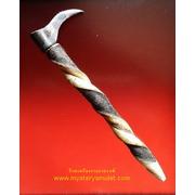 คชกุศ หรือ ตะขอควาญช้าง ครูบาเดช สำนักสงฆ์ป่าช้าบ้านใหม่รัตนโกสินทร์ จ.ลำปาง ด้ามจับทำจากหนังควายฟ้าผ่า