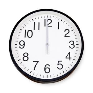 [TAITRA]  [Desrocher] นาฬิกาติดผนังสไตล์เรียบง่าย สีดำขาว