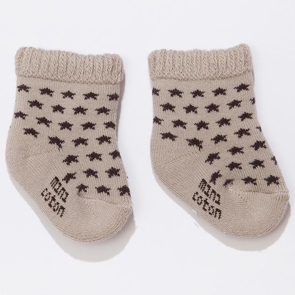 Minicoton ถุงเท้าทารกจากสเปน เส้นใยฝ้าย ดาวสีดำบนพื้นสีน้ำตาล (MCBS007)