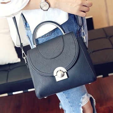 [Abigail] เวอร์ชั่นเกาหลีของล็อคใหม่กระเป๋าสะพายไหล่สบาย ๆ 6115 (สีดำ)