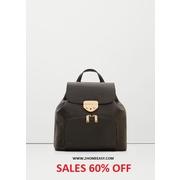 กระเป๋า เป้ Mango Front Pocket Backpack สีดำ หนัง Saffiano รุ่นนี้ ดีไซน์ล็อคด้วย Metal สีทอง ด้านในบุด้วยผ้า หนาสวยงาม มีสายไว้ถือ และสายสะพายหลัง สำ