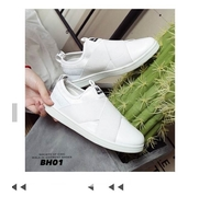 รองเท้าผ้าใบ Slip on (สีขาว)