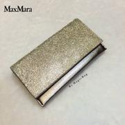 กระเป๋าแฟชั่น สไตล์ MaxMara กระเป๋าคลัทช์ เพชรวิ้ง แวววาว เรียบหรู ดูดีสุดๆ สามารถถือออกงานได้ หรูหรามากๆ มีสายยาวสะพายโซ่ สายเงา มาก สวยงามโดดเด่น สี
