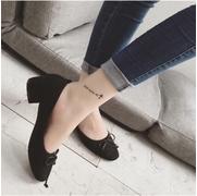 รองเท้าคัชชู ส้นเตี้ย งานนำเข้า แบบมาไหม่ วัสดุหนังกำมะหยี่ แต่โบว์ด้านหน้า เรียบแต่เก๋ แมทช์กับลุคไหนๆก็ดูดี สีดำ