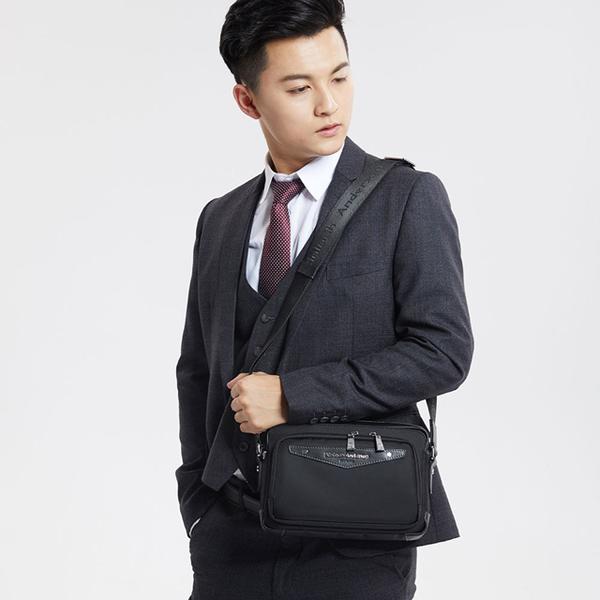 (Kinloch Anderson)[金安德森] WORK Lightweight front pocket zipper cross-body bag - black (KA182007BKF)