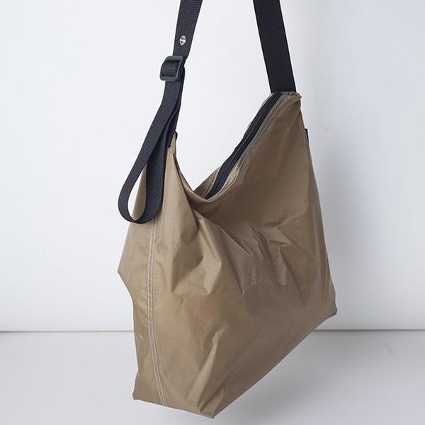 (JULY NINE) กระเป๋าสะพาย ปากซิป - ใช้ได้ทั้งเป็นกระเป๋าสะพายไหล่และแบบครอสบอดี้ (สีกากี)