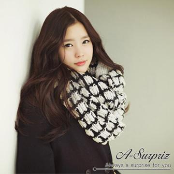 (A-Surpriz )A-Surpriz Famous thick plaid mohair scarves (white with black line)