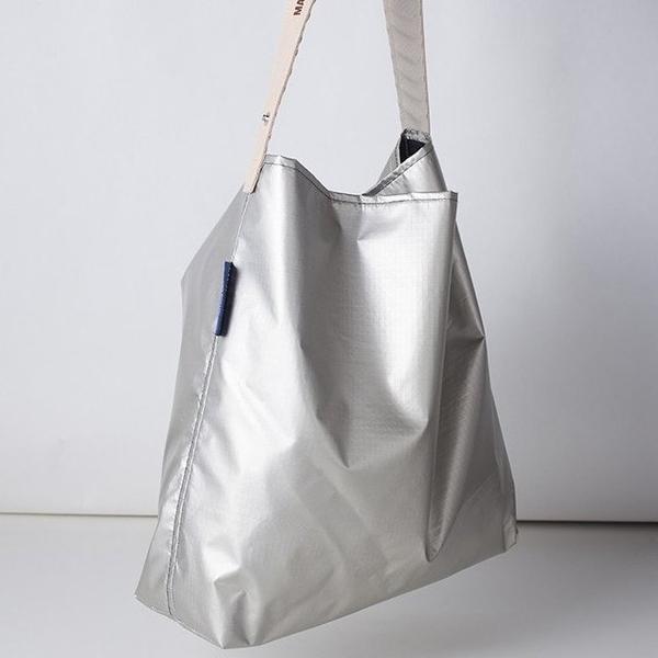 (JULY NINE) กระเป๋าสะพายแบบพับเก็บได้ (สีปรอท)