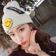 A-Surpriz Cute Smile Badge Reflex Knit Cap (สีขาว)