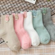 [Ubee selection] ถุงเท้าเด็กสีพื้น นุ่มสบาย ตกแต่งด้วยกระต่ายน้อย เซต 5 คู่