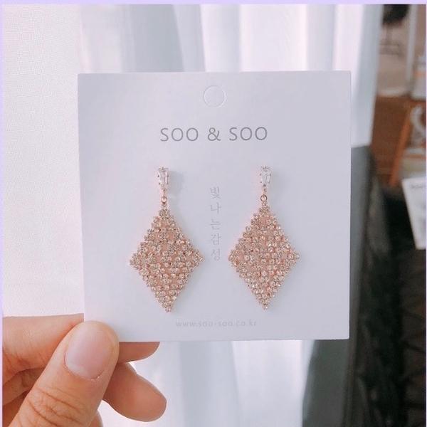 (SOO&SOO)[HUAYUE] SOO&SOO Diamond Shaped Crystal Earrings