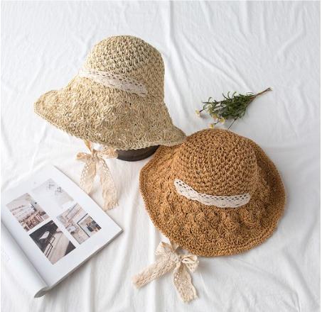 หมวกสาน แต่งโบว์ลูกไม้