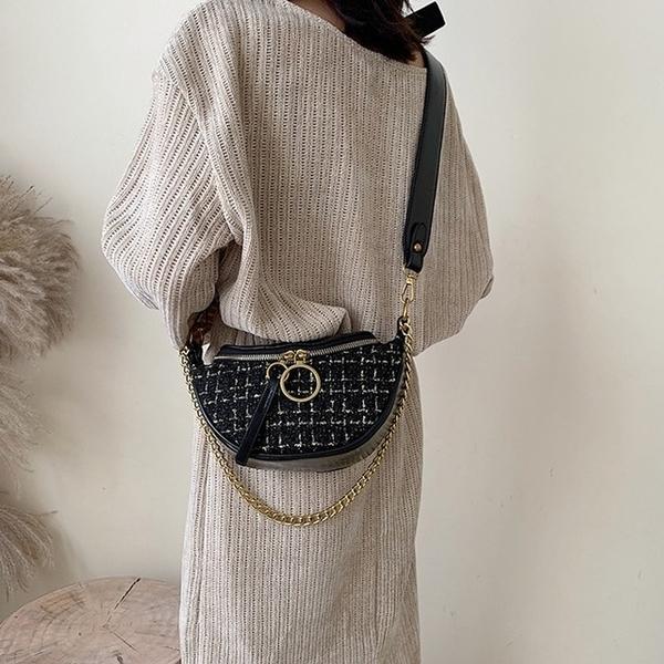 【 Abigail 】กระเป๋าอานปักกระเป๋าหน้าอกเฉียง 6118 (สีดำ)