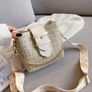 【 Abigail 】กระเป๋าที่ทำจากสายกว้างลายหลากสีสัน 6107 (สีเบจ)