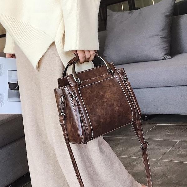 [Abigail] น้ำมันขี้ผึ้งกระเป๋าเอกสาร Crossbody 6102 (กาแฟลึก)