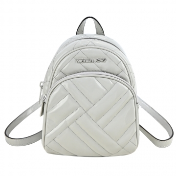 (MICHAEL KORS)MICHAEL KORS Patent Leather Quilted Backpack-Pearl Grey