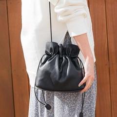 [COLONY 2139] กระเป๋าทรงบัคเก็ตทรงเรียบง่าย