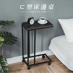 Le Manni พร้อมโต๊ะข้างเตียงกลมและโต๊ะกาแฟ